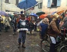 Sotto la pioggia, un martedì grasso memorabile: maschere scatenate!